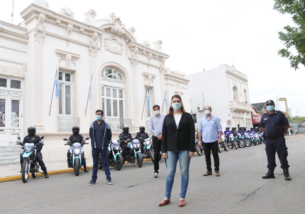Mariel Fernández entregó 20 motos para la policía bonaerense